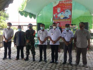 Dari kiri ke kanan: Ketua HPM, Ketua BPD, BABINSA, Rio Karya Harapan Mukti, Wakil Bupati Bungo, Camat Pelepat Ilir, dan Pendamping Desa